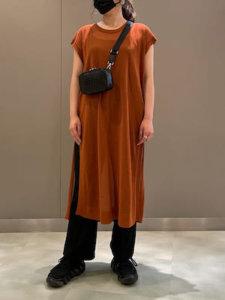 ブラウン 服 女性