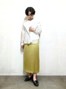 サテンのIラインスカート