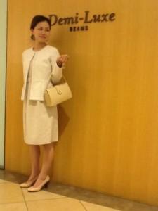 入園式 ママ 白ツイードスーツ