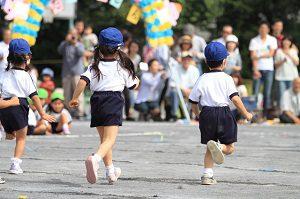 幼稚園の運動会 親子競技 保護者