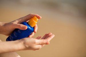 子供も使えるアウトドア用虫除けスプレーとサンスクリーン剤