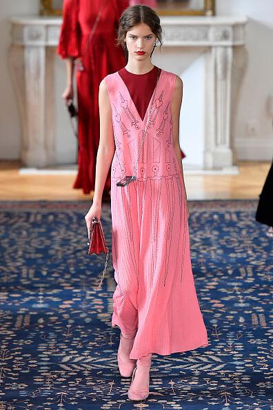ヴァレンティノ 流行カラー ピンク