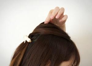 ヘアアレンジ トップの毛を引き出すやり方 画像