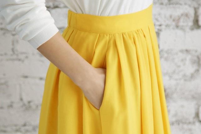 レモンイエロー ロングスカート スタイル