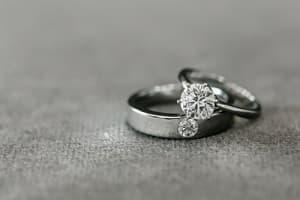結婚指輪 婚約指輪 フォーマル つけてOK