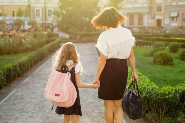 授業参観で何着る 公立小学校 懇談会