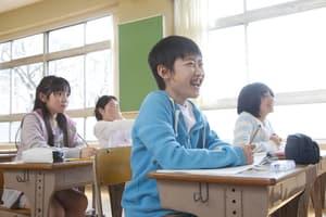 公立中学校 格好 保護者会 懇談会