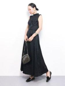 個性的なデザインのドレス