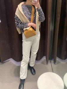 ボーダーTシャツ×白パンツ