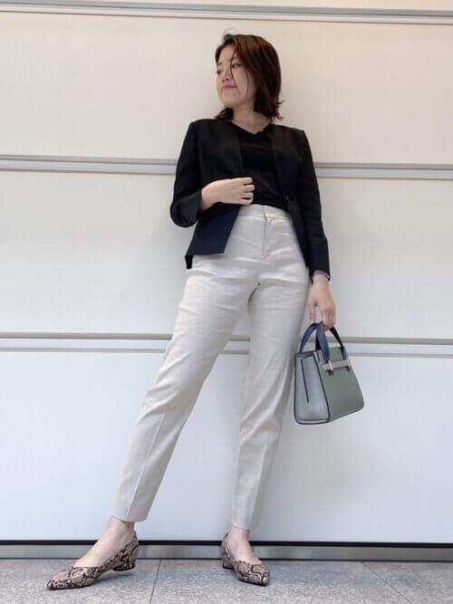 ジャケット オフィスカジュアル 40代 白パンツ