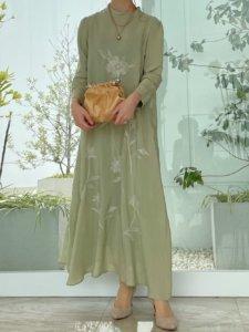 大きめ花模様のドレス
