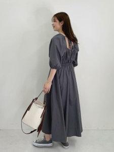 ワンピース バックデザイン 30代 高見え ファッション