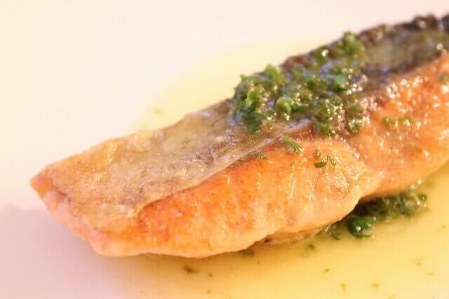 魚 油 美容 美肌 くすみ