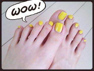 黄色マニキュア シンプルペディキュア